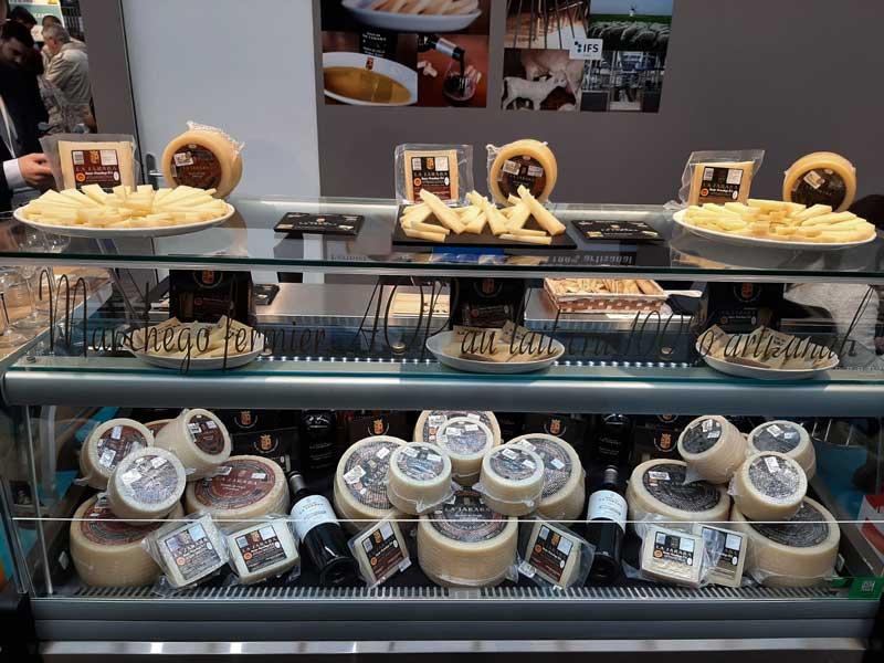 Stand-de-Pago-de-La-Jaraba-en-el-Salon-Du-Fromages-de-Paris-2020