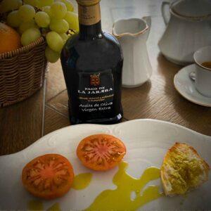Aceite-de-oliva-virgen-extra-de-pago-de-la-jaraba-en-tostada-para-desayuno